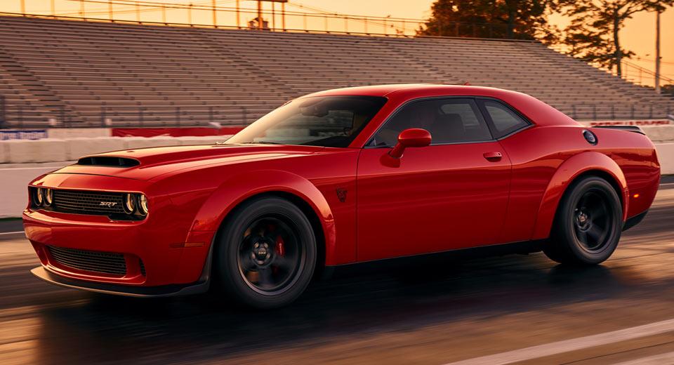 Фото мощного авто из США: Dodge Challenger SRT Demon