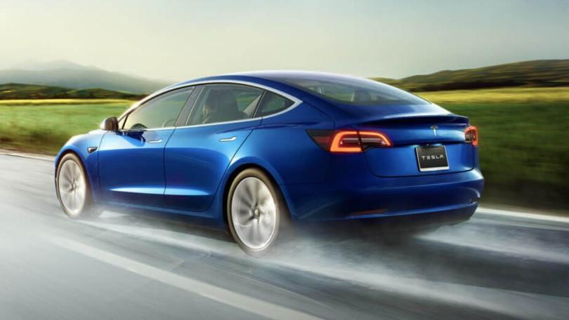 Новый рекорд Tesla с Model 3